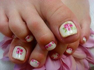 ジェルネイル フット 白 花柄
